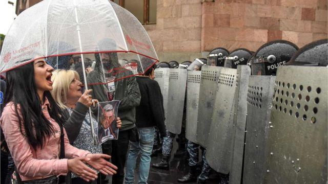 На улицы Еревана выведены специальные подразделения полиции