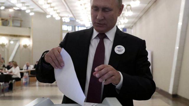 Голосует Владимир Путин