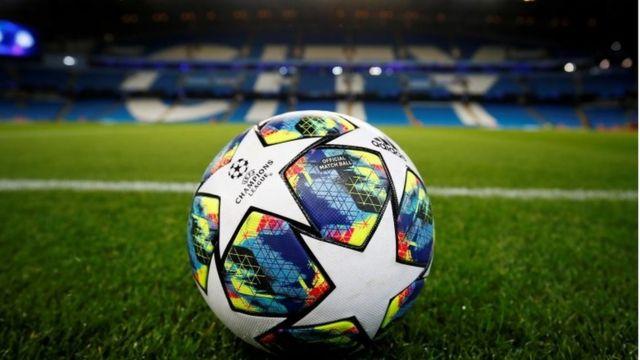 Un balón en el estadio del Manchester City