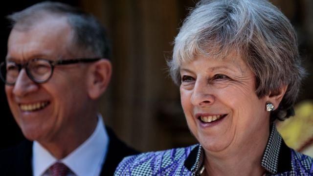 特蕾莎‧梅的多名内阁成员据报都反对她的计划,容许华为有限度参加英国的5G网络建设。