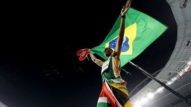 Le Sud-Africain Wayde Van Niekerk, Champion Olympique du 400 mètres