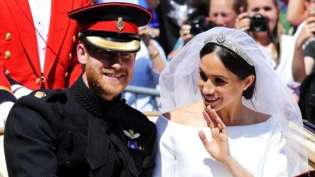 2018年5月19日,哈里、梅根在温莎堡的婚礼吸引了全世界的目光,她的身世背景是谈论焦点之一