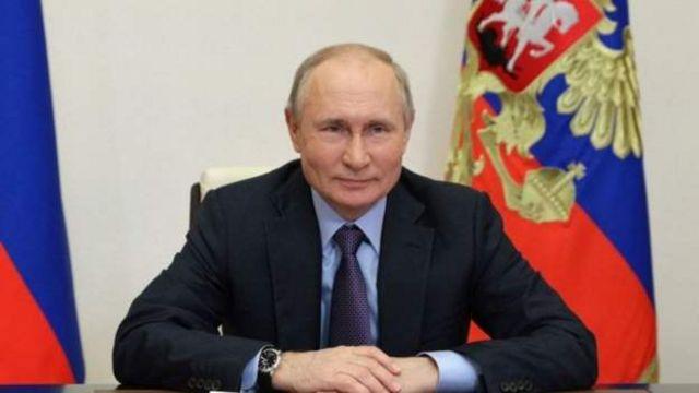 """ولادیمیر پوتین، رئیس جمهوری روسیه در نشست شانگهای گفت که روسیه """"نیاز دارد"""" با اداره طالبان در افغانستان کار کند"""