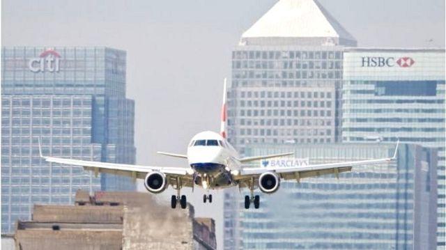 伦敦城市机场(London City Airport)是伦敦五大机场中交通最便利的,于1981年启用,也是距离伦敦市中心最近的机场。
