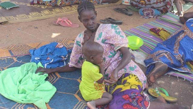 Venus du centre du Mali, les déplacés vivent dans deux camps de fortune à Bamako.