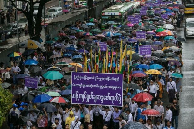 အခြေခံဥပဒေ မပြင်ဆင်လိုသူတွေကလည်း ဆန္ဒထုတ်ပေါ်