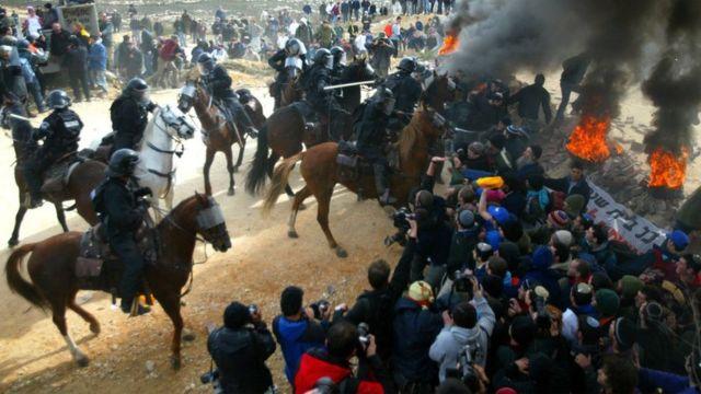 اشتباكات بين الشرطة ومستوطنين في عمونا