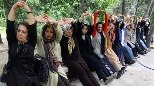 خانمها در حال ورزش کردن