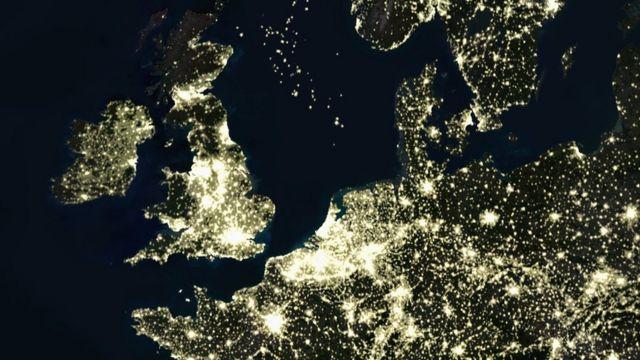 Imagen satelital de Europa de noche