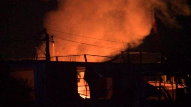 ألسنة النيران في مبنى القنصلية الألمانية بسبب التفجير الانتحاري