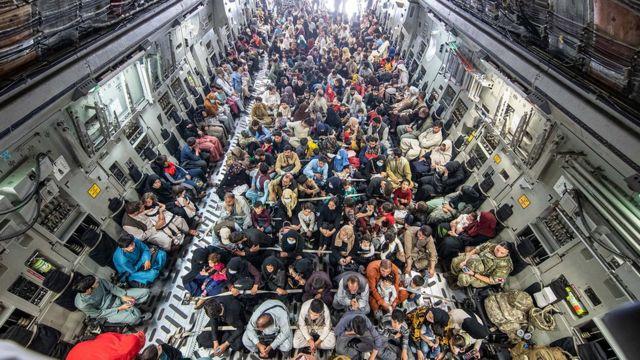 Беженцев из Афганистана в числе прочего эвакуируют на британских военных самолетах