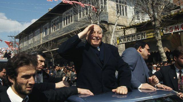 Erbakan, 1990'lı yıllarda, bir seçim çalışmasında.