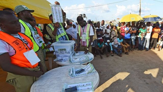 A picture taken on September 22, 2018 shows as an electoral officer raises a ballot to count results in Ede, near Osogbo, Osun State in southwest Nigeria.