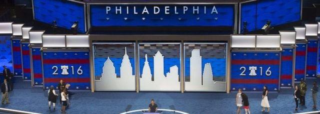 民主党大会の会場準備が進む(ペンシルベニア州フィラデルフィア、ウェルズ・ファーゴ・センター)