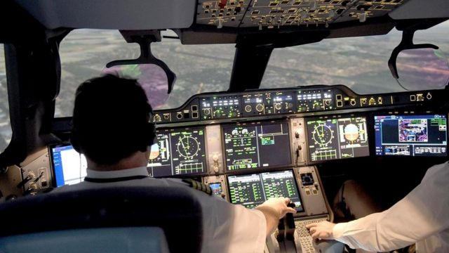 Интересы пилотов пассажирских авиалайнеров защищают могущественные профсоюзы, поэтому осуществить массовые увольнения будет крайне непросто