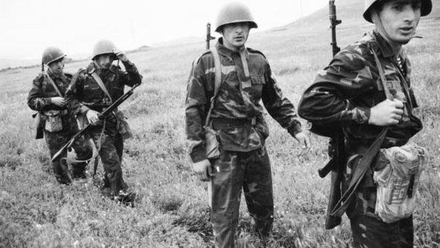 Dağlık Karabağ Savunma Birlikleri, Azerbaycan ordusuna karşı eğitimde