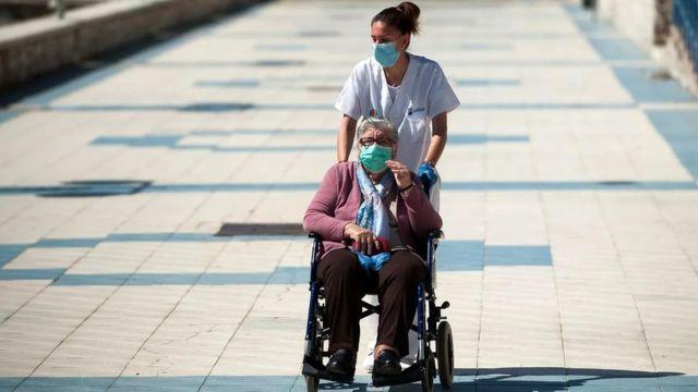زاد عدد من يصلون إلى عمر الثمانين بشكل هائل خلال القرن الماضي