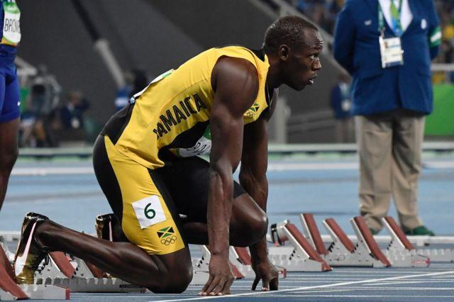 Bolt en la parrilla de salida de los 100 metros planos de Río 2016.