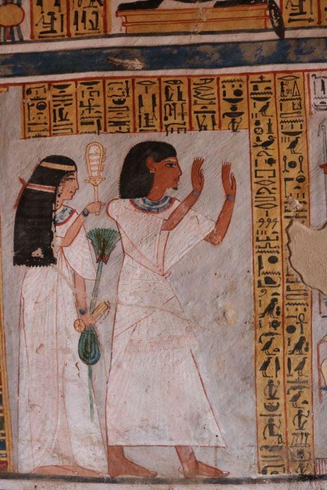 رسم مصري قديم لأحد النبلاء وزوجته