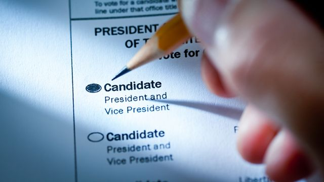 Person filling out a ballot in the US elections