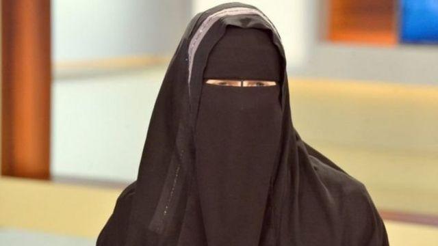 Wata mata da burka