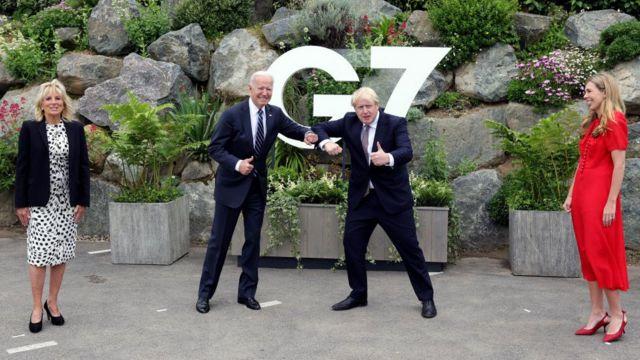 """峰会前,英国首相约翰逊和夫人凯莉会见了美国总统乔·拜登和第一夫人吉尔·拜登。会后,约翰逊先生告诉BBC,美国和英国之间的联盟应该被称为""""坚不可摧的关系""""。"""