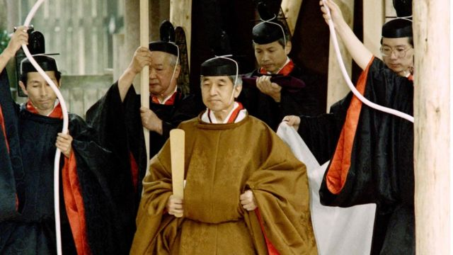 พระราชพิธีขึ้นครองราชย์ สมเด็จพระจักรพรรดิอากิฮิโตะ เมื่อปี 2532