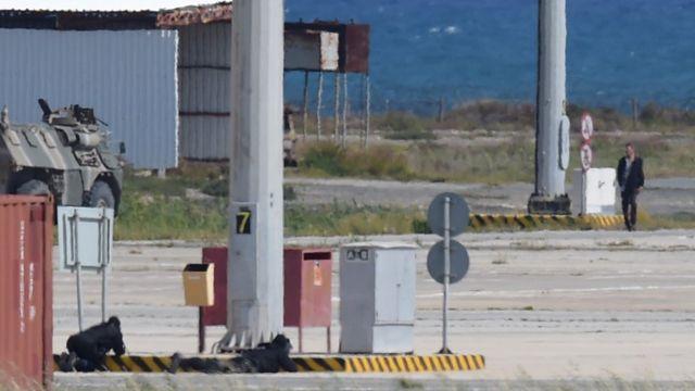 男性は待機していたキプロス当局に逮捕された