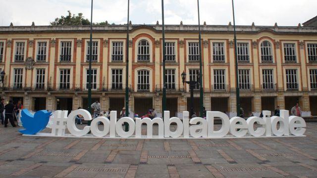 Publicidad de Twitter para votar en el plebiscito de Colombia