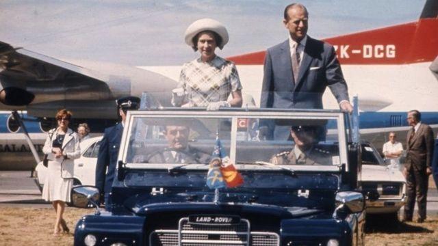 Ratu dan Pangeran Philip dalam kunjungan ke Selandia Baru pada 1977.