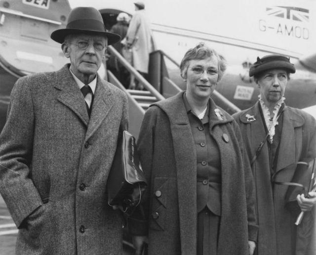 Edgar Adrian y su esposa, Hester, y Mary Cartwright