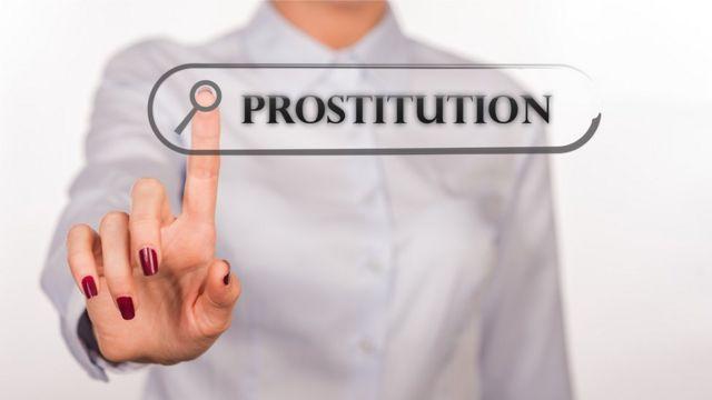 Mujer busca el término prostitución.