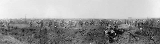 солдаты на поле боя