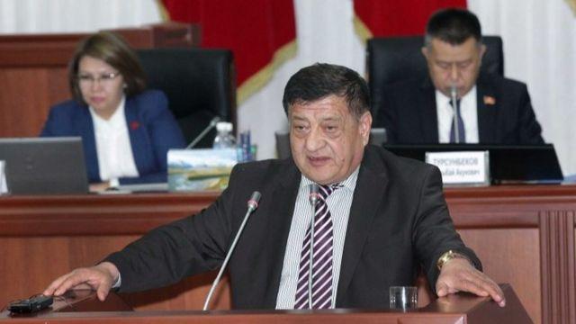 Убактылуу депутаттык комиссиянын төрагасы Анвар Артыков