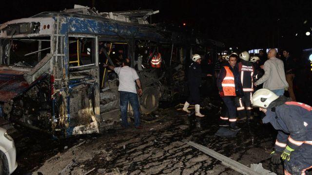 複数の車両が破壊された(13日)
