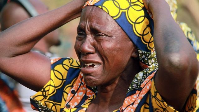 One mama wey dey cry for her missing daughter wey Boko Haram Islamists kidnap for 2014