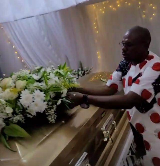Obi Cuba Oba Anambra: Kuba High Priest oga mama fotografije pokopa