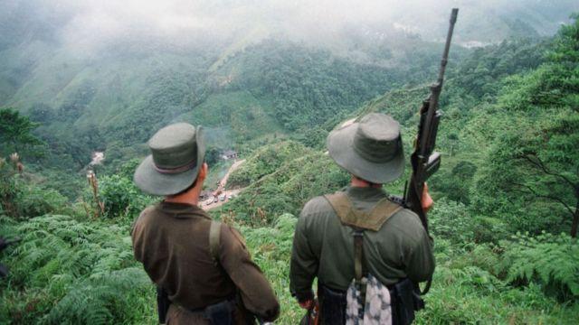 Guerrilleros de Colombia en las montañas