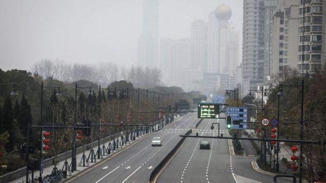 武汉街头在封城后道路被遗弃