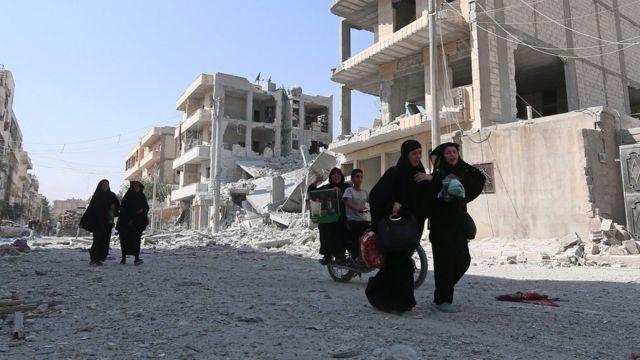 Ruas de Aleppo devastadas pela guerra