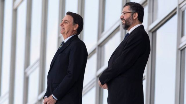 Jair Bolsonaro e Ernesto Araújo lado a lado no Palácio do Planalto