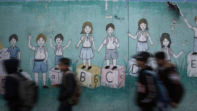 رسوم على جدار إحدى المدارس في غزة