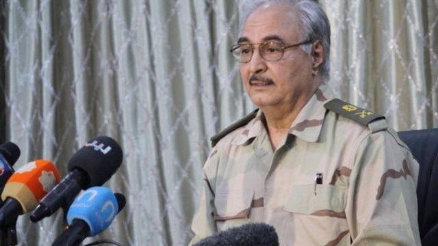 Khalifa Haftar, le général qui contrôle l'Est du pays, a annoncé qu'il n'y a pas de dialogue prévu entre lui et sont rival Fayez Seraj soutenu par la communauté internationale