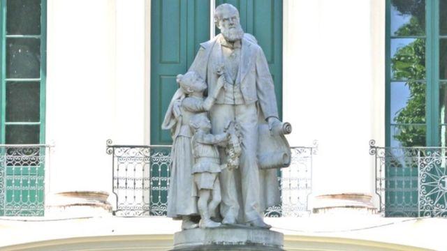 Estátua de Joaquim Pereira Marinho