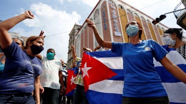 Havana'da hükümeti destekleyenler de ayrı bir gösteri düzenledi.