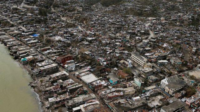 ジェレミーの町ではほとんどの建物が破壊された