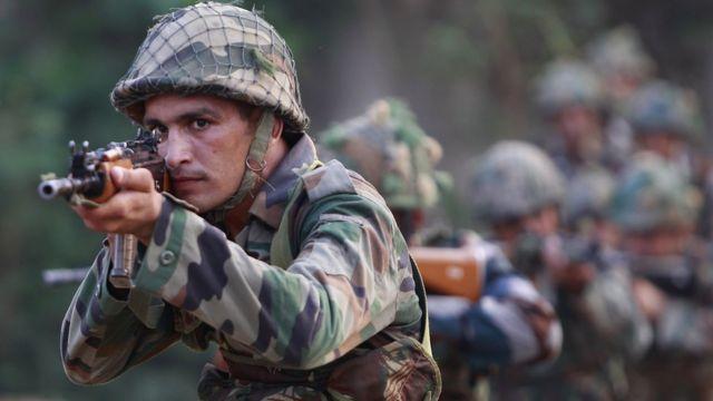 जम्मू कश्मीर में तैनात भारतीय सेना का एक जवान.