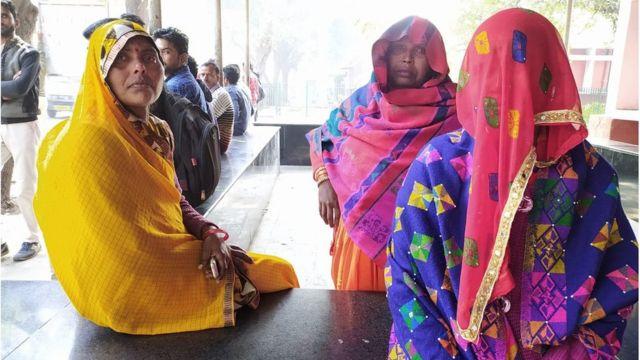 मृतक राहुल सोलंकी का परिवार