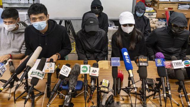 12名港人的家属多次召开记者会,要求香港当局给予帮助。