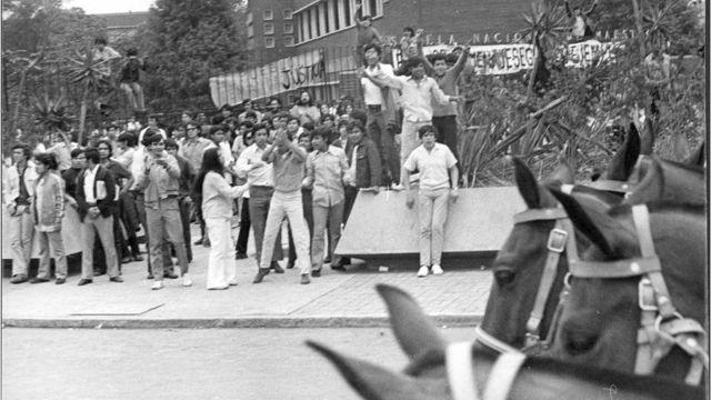 Jóvenes protestan el 10 de junio de 1971 en Ciudad de México